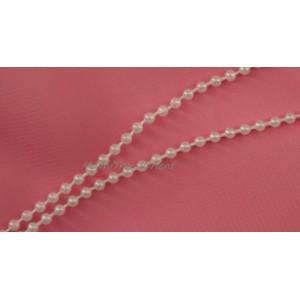 Plastové perličky spojené